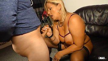 Горячая Блондиночка С Сексуальной Фигуркой И Мужчина С Огромным Членом Снимают Частное Порно Видео С