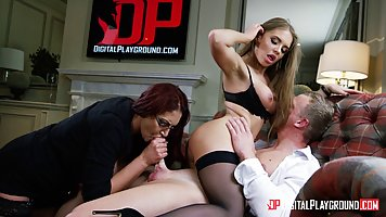 Порно с домохозяйками групповуха, большие сіськи їдуть в отпуск порно